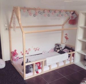 Lit cabane esprit montessori choisir lit cabane chambre for Lit montessori
